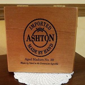 Ashton Maduro cigar box